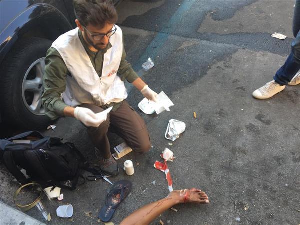 Piazza Indipendenza: «Così ci hanno picchiato»