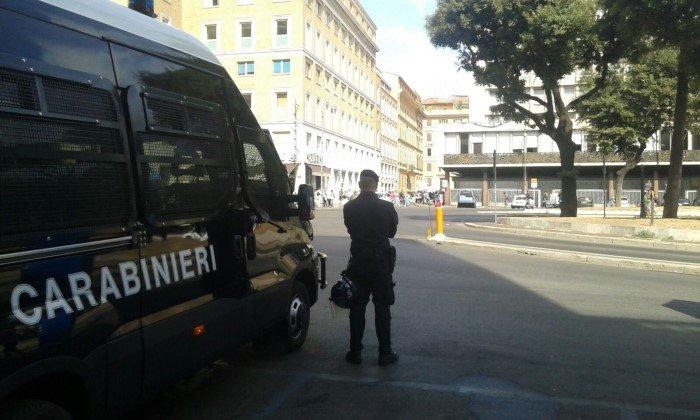 I-Carabinieri-nel-corso-delle-operazioni-di-sgombero-di-palazzo-Curtatone-7-700-x-420