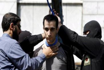 L'Iran impicca un giovane arrestato a 15 anni