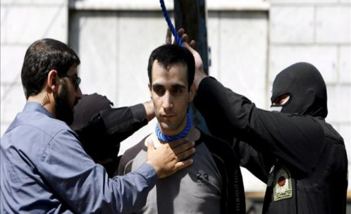 Preparazione di una esecuzione pubblica in Iran. Foto EFE