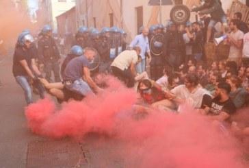 La repressione non va in ferie