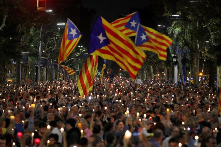 Barcellona, migliaia in piazza per liberazione leader indipendentisti