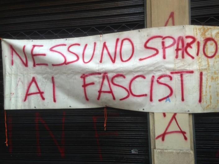 Genova, murata la sede dei nazi nei locali dei preti