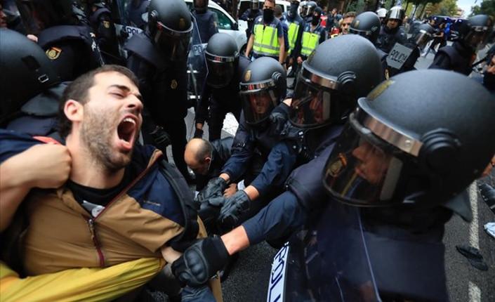 Catalogna: 465 feriti dalla Policia Nacional spagnola (video)