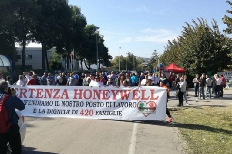 Abruzzo, in piazza per lavoro e casa