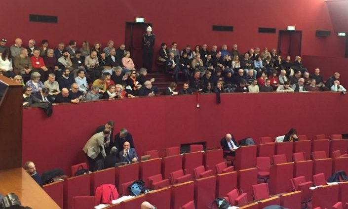 Genova, il sindaco fa saltare la condanna del fascismo