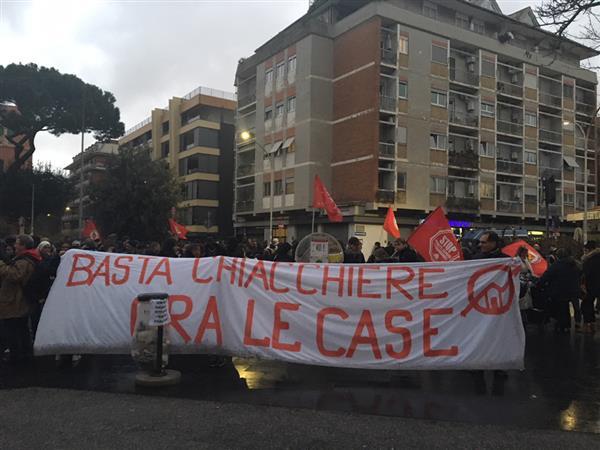Roma, nessuna soluzione per gli sfrattati a Santi Apostoli