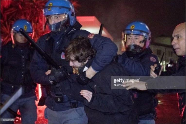 Napoli, antifascisti caricati a freddo. Chi sono i manigoldi?