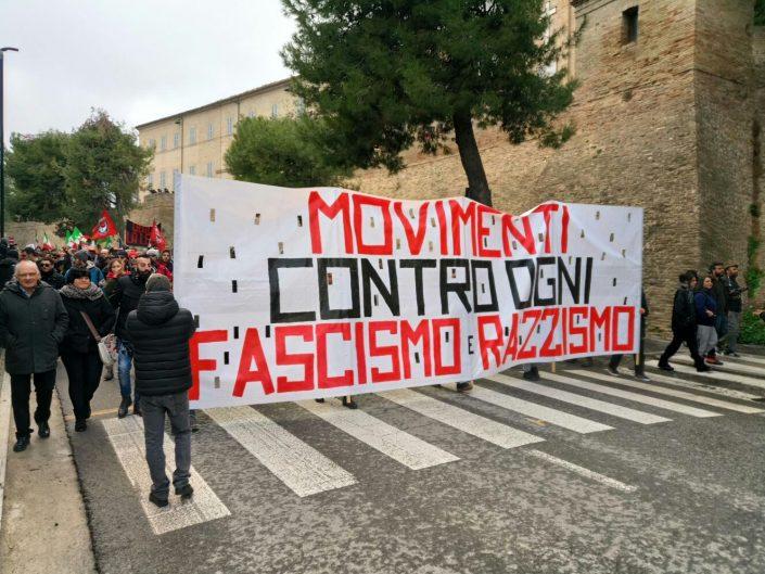 Macerata, l'abbraccio antifascista alla città impaurita