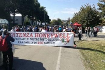 Honeywell di Atessa, licenziamenti solo rinviati