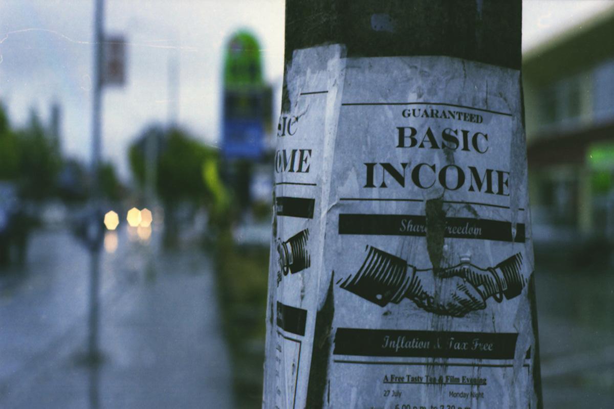 Il reddito di cittadinanza non è a cinque stelle