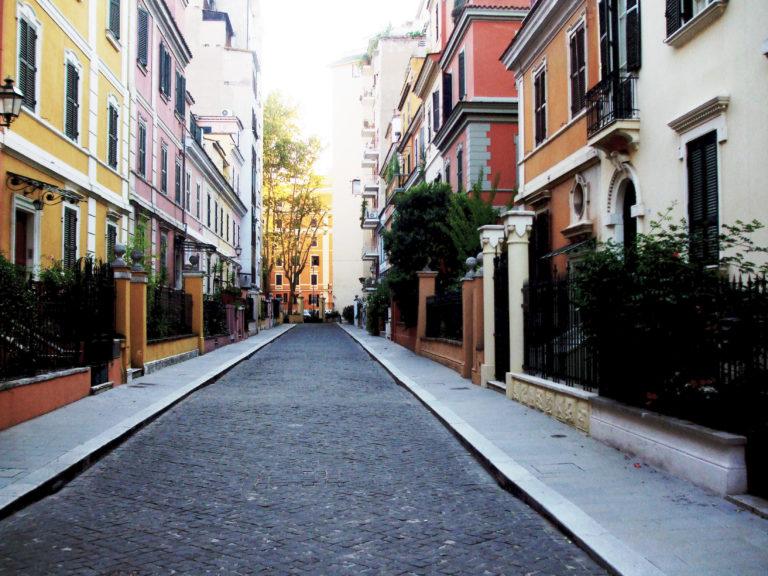 Tutta Roma, tranne una strada: il pasticciaccio brutto della Piccola Londra