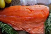 L'ingannevole rosa del salmone d'allevamento
