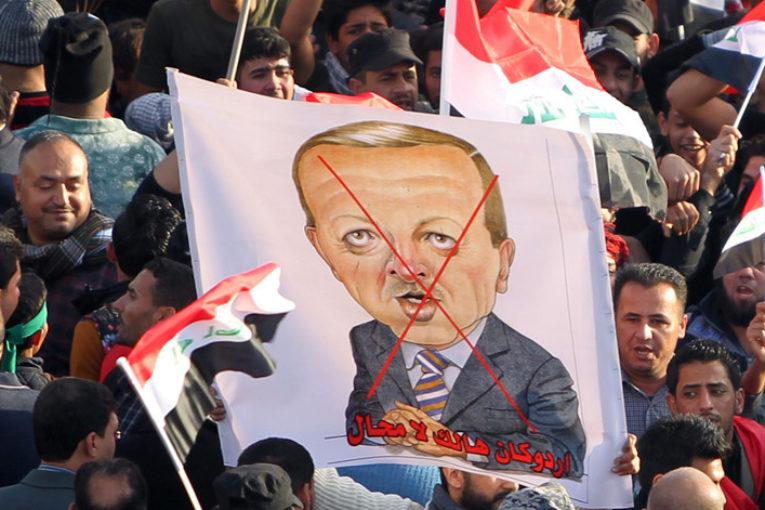 Erdogan invade l'Iraq. Il Sultano cerca voti sulla pelle dei curdi