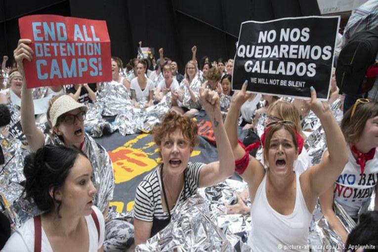 Donne in marcia contro Trump, 600 arresti