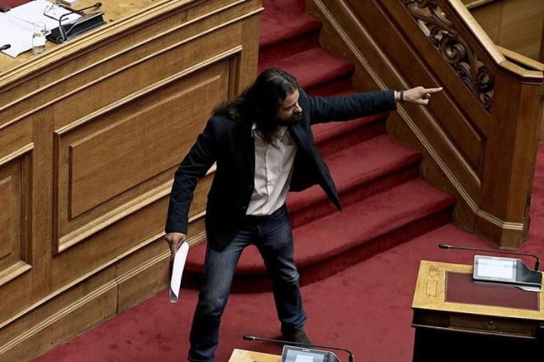 Grecia, deputato nazi in fuga ma Alba dorata cresce