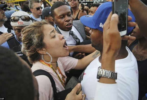 Chicago, poliziotta uccide afroamericano, riot a South Side