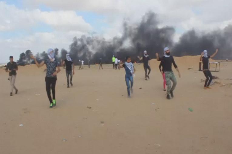 Gaza: un dabke ai confini con Israele (video)