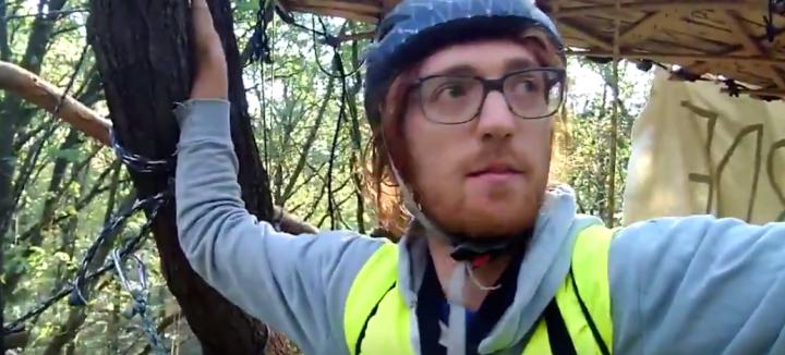 Hambach, lo sgombero violento della foresta uccide un blogger