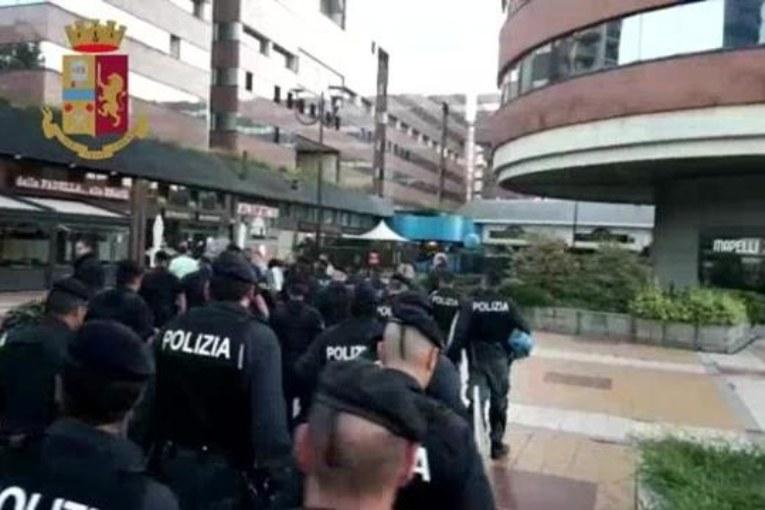 Milano, Salvini mette sessanta famiglie in mezzo alla strada