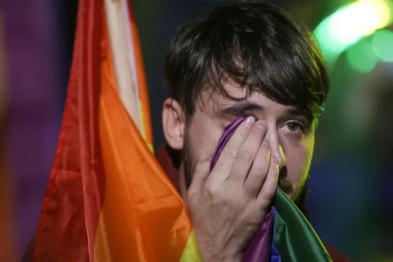 Romania, flop del referendum omofobo. Intanto a Verona…