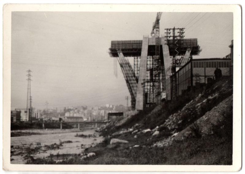 Fotografie di Ponte Morandi, testimoni somiglianti di passato e presente