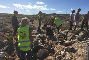 Lampedusa, crisi dei rifiuti, abusivismo, militarizzazione