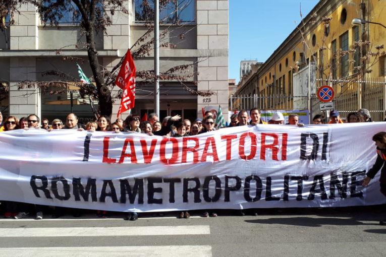 Pressing di Raggi, partecipate a rischio: sciopera Roma Metropolitane