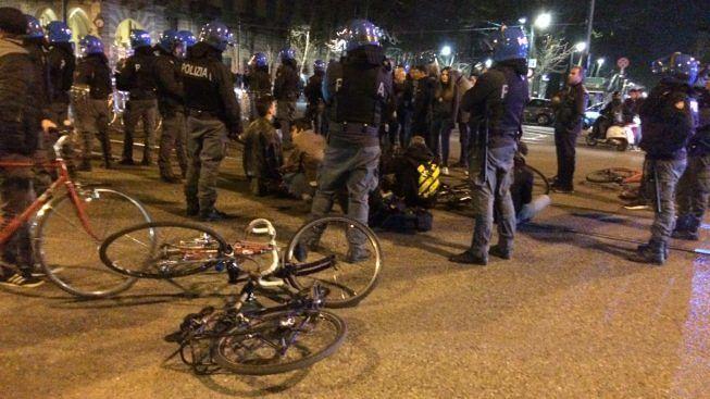 Torino, vietato pedalare. Polizia contro critical mass