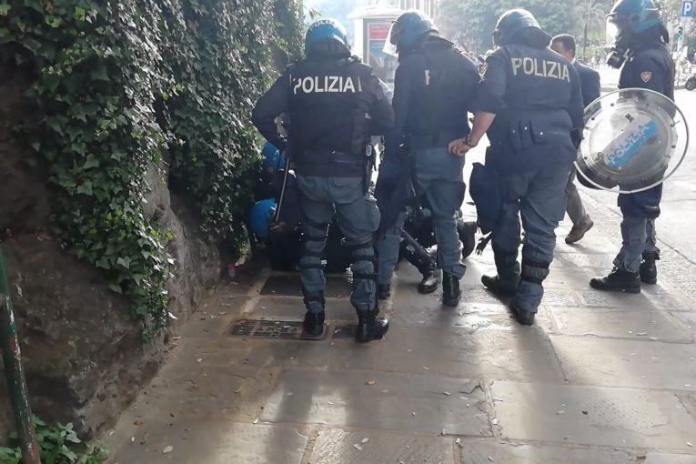 Genova, due poliziotti ammettono il massacro del cronista