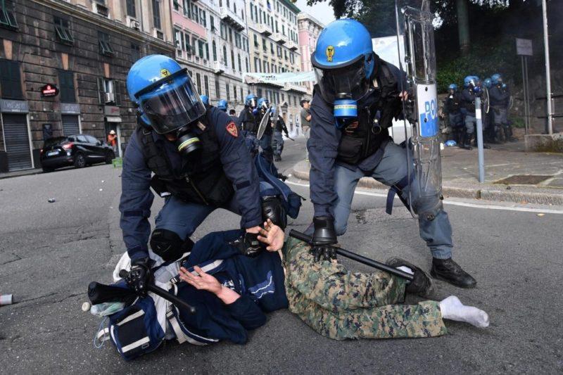 Manganellate di cittadinanza. Salvini e Di Maio fanno il bis di sicurezza