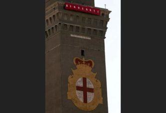 Genova, il benvenuto dei camalli ai naufraghi dirottati da Salvini