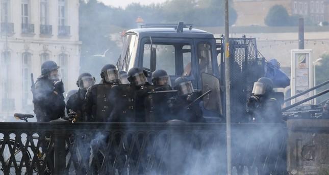 Francia, l'infiltrata della polizia al controG7
