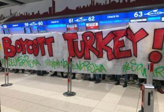«Stiamo bloccando un volo della Turkish... no alla guerra in Rojava»