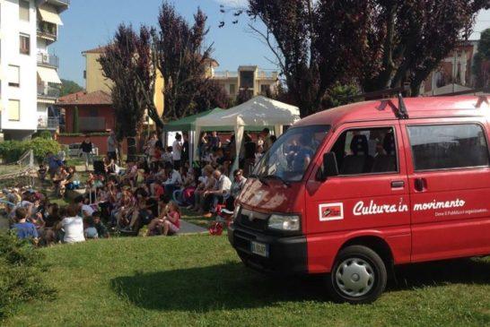 Alba, la cultura in periferia, su un furgoncino rosso