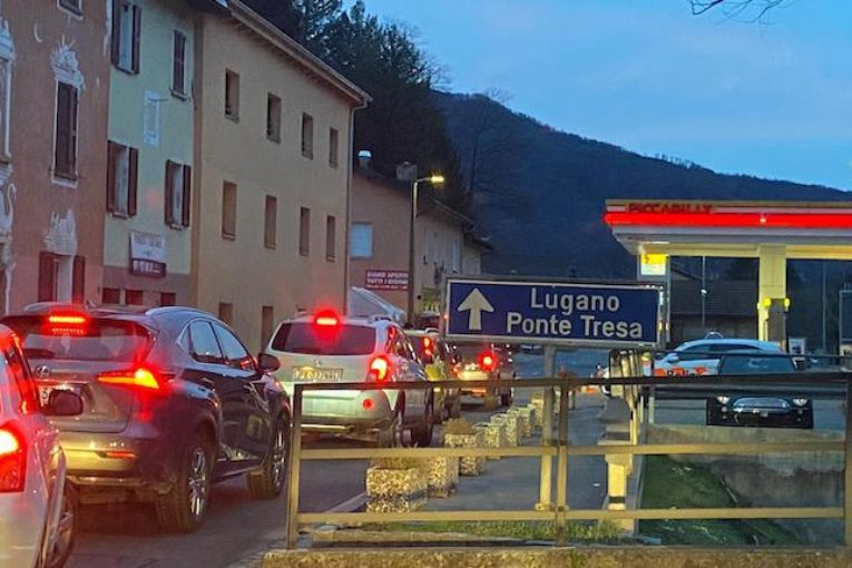 Ticino, contagi come a Reggio Emilia ma senza zona rossa