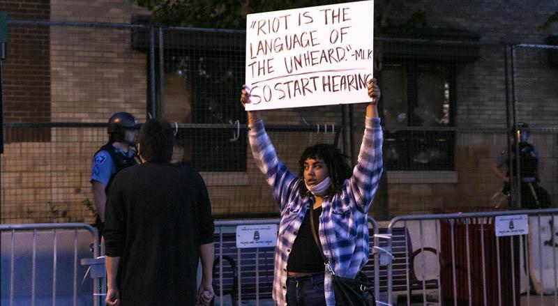 Usa, quarto giorno di rivolta nera. Uccisi un agente e un dimostrante