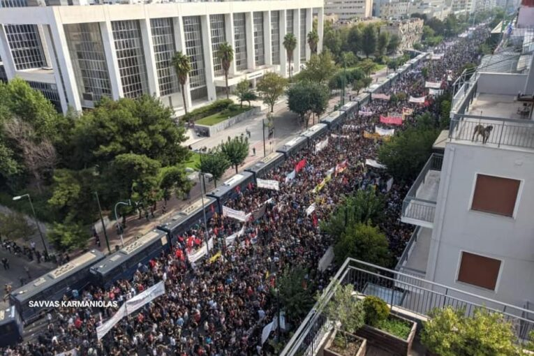 Atene, Alba dorata è un'organizzazione criminale