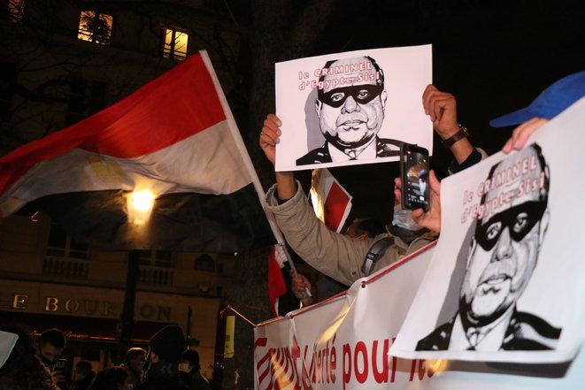 Macron decora in segreto al-Sisi, l'Italia non ha nulla da dire