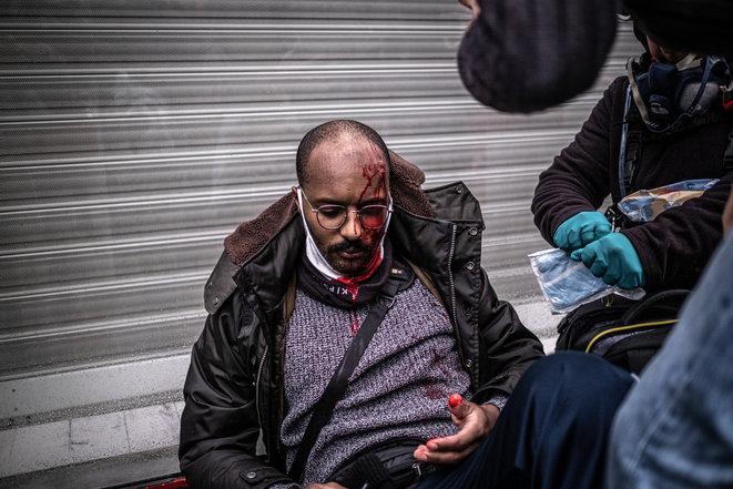 Parigi, un'inchiesta di Mediapart smaschera il ministro di polizia