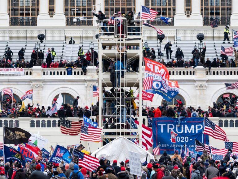 Trump dovrebbe essere rimosso ma l'America premia la rabbia, se è bianca