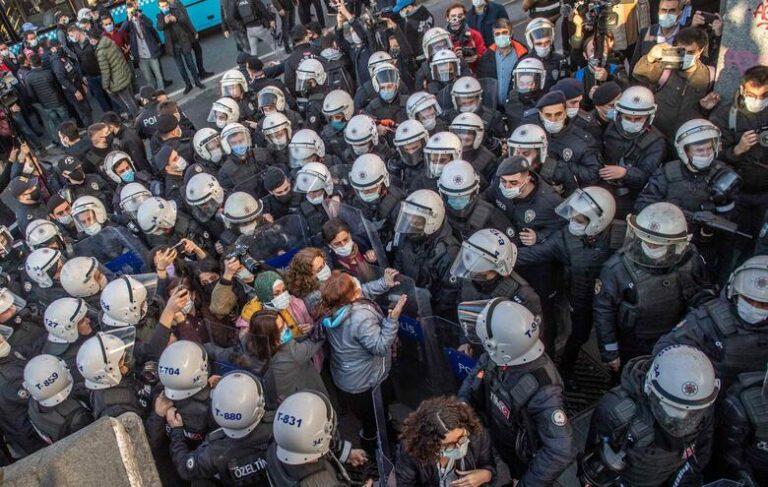 La resistenza dell'università di Istanbul, la solidarietà dei colleghi italiani