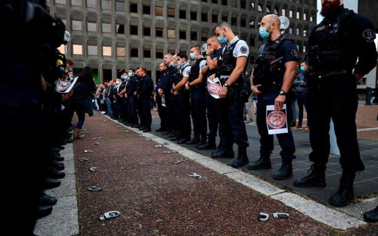 Francia, il pressing della polizia sulla politica