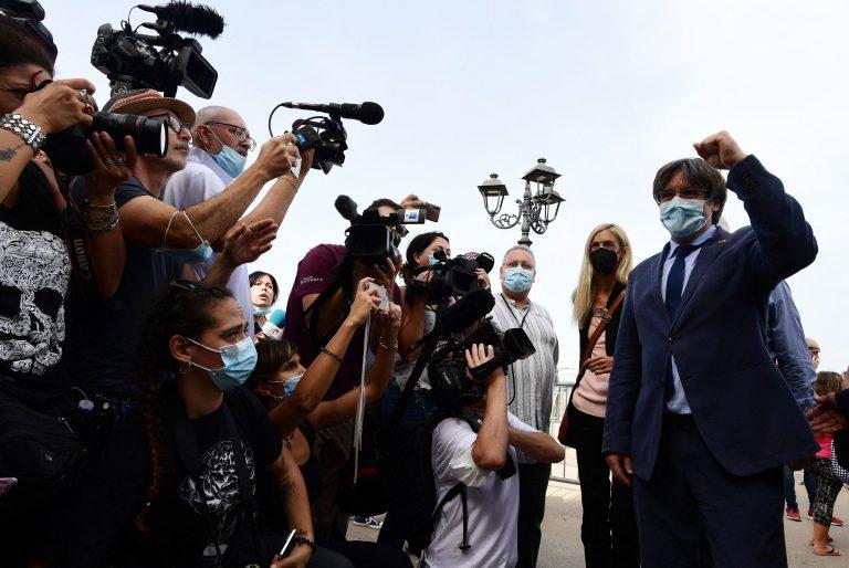 Puigdemont è stato rilasciato, bagno di folla ad Alghero